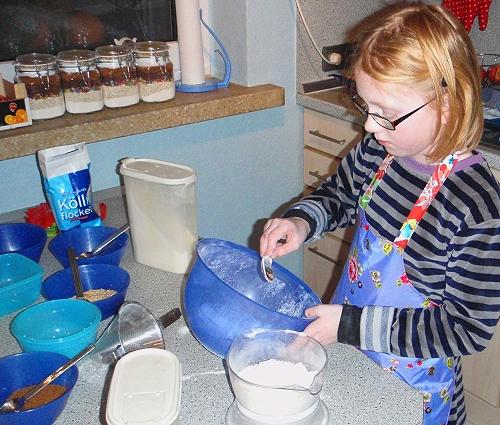 Kekse im Glas verschenken, Geschenke mit Kindern selber machen